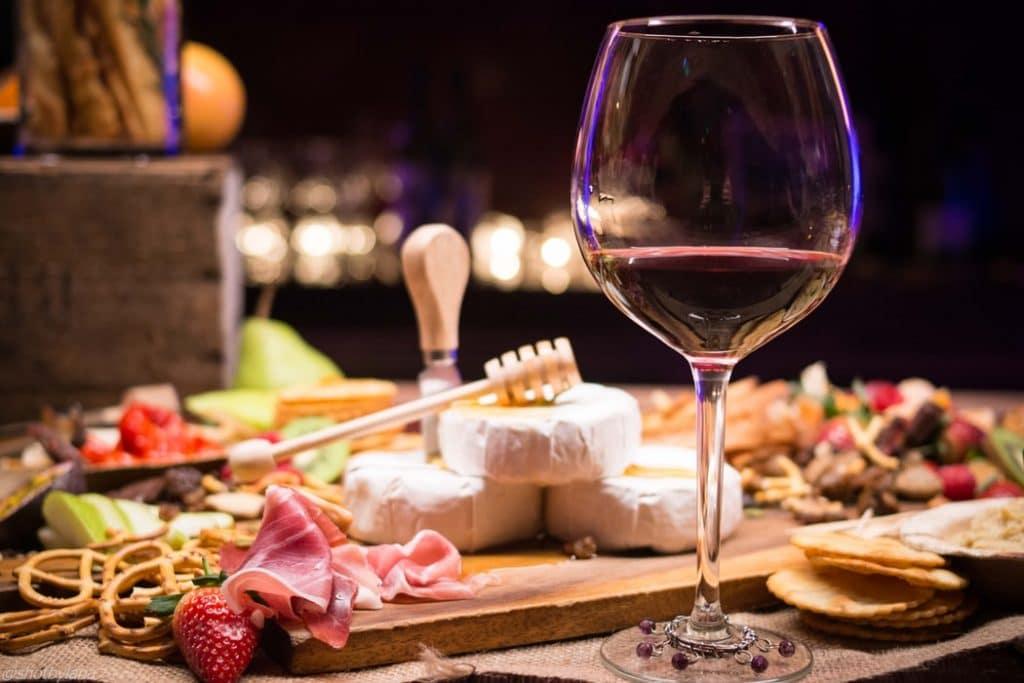 8 Maneiras de Servir um Vinho Corretamente