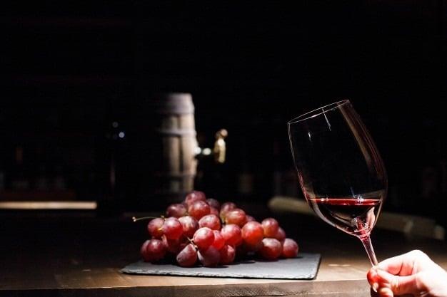 8 Maneiras de Servir um Vinho Corretamente8