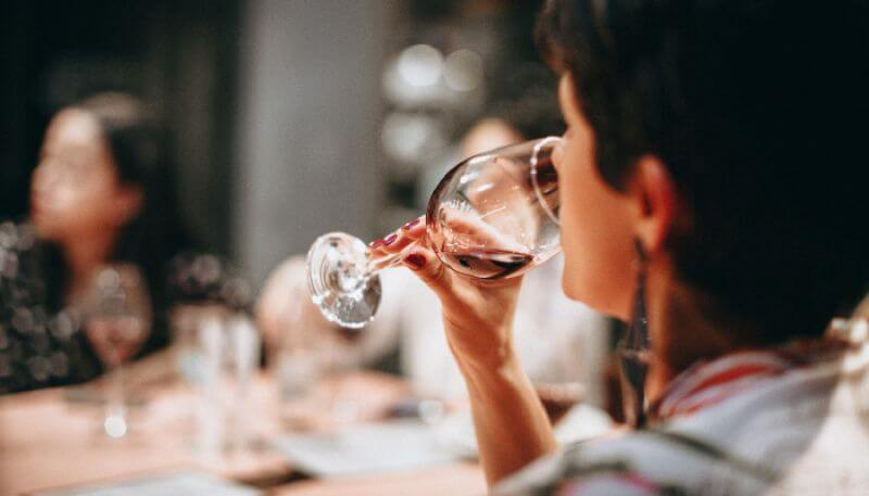 4 passos para avaliar e provar um vinho | LMH-Wines